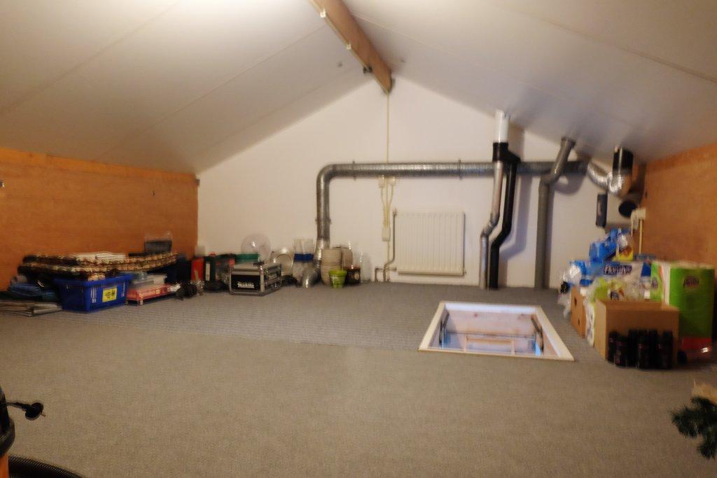 Op zeer mooie locatie, nabij molen, niet ver van het stadscentrum gelegen, twee-onder-één kap semibungalow met tuin op het zuiden en royale garage. DRIE SLAAPKAMERS EN BADKAMER OP BEGANE GROND! Bouwjaar: circa 1997. Perceelsoppervlakte: circa 333 m2. Inhoud woonhuis: circa 450 m3. Inhoud garage: circa 65 m3. Energielabel: B. MOOIE LOCATIE, NABIJ MOLEN! De woning […]